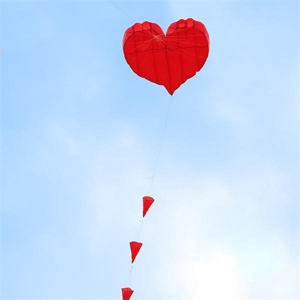 o envio gratuito de 5m coração amor macio pipa tecido mosca nylon Weifang grande caminhada pipa roda em outdoor brinquedos para adultos ikite 1018