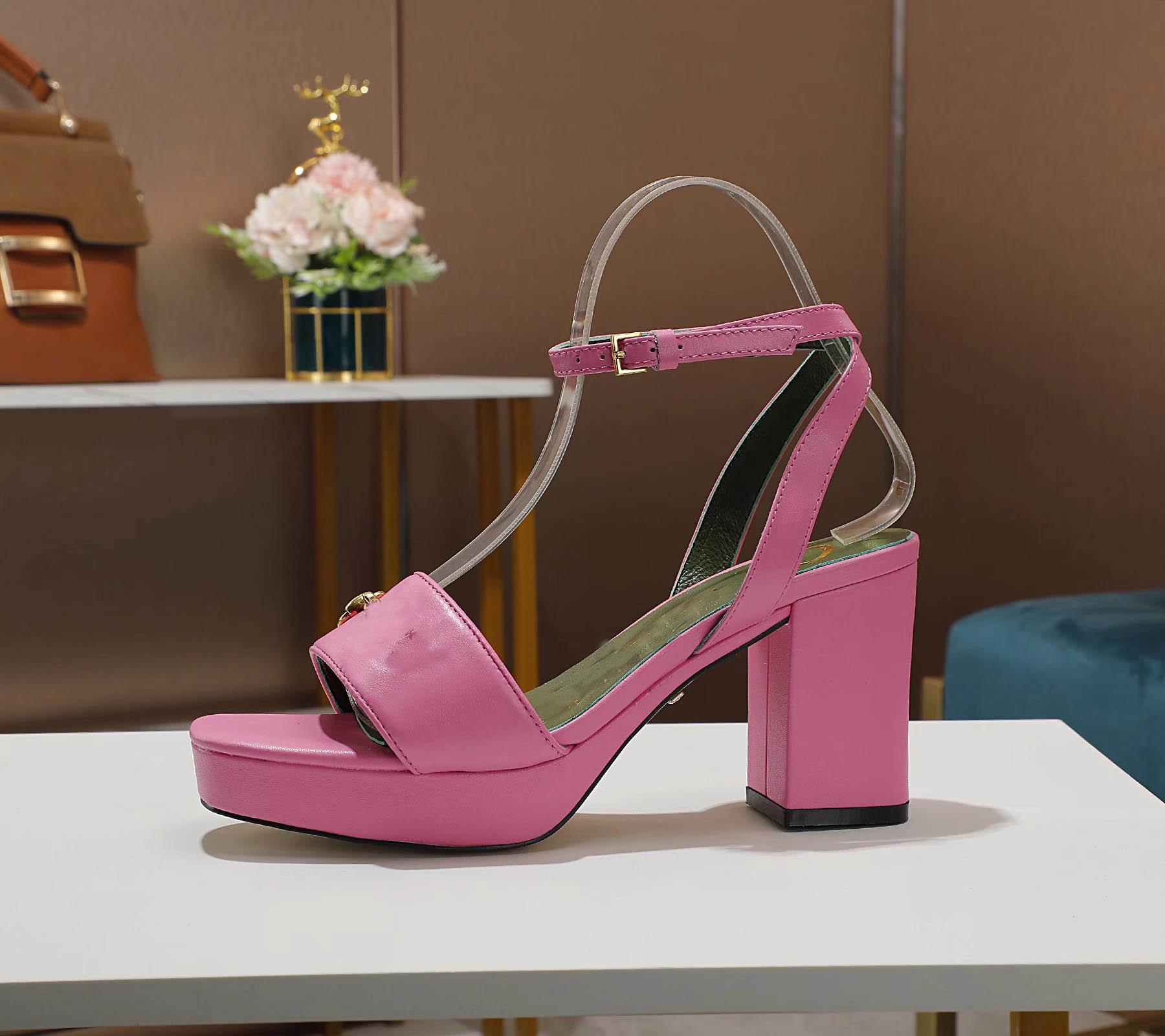 2021 Vente chaude Femmes Femmes Half Heels Sandals Filles Décontracté Été Plage Plage Chunky Heel Coin Chunky Shoe Sandal Sexy Sandal sexy # G96