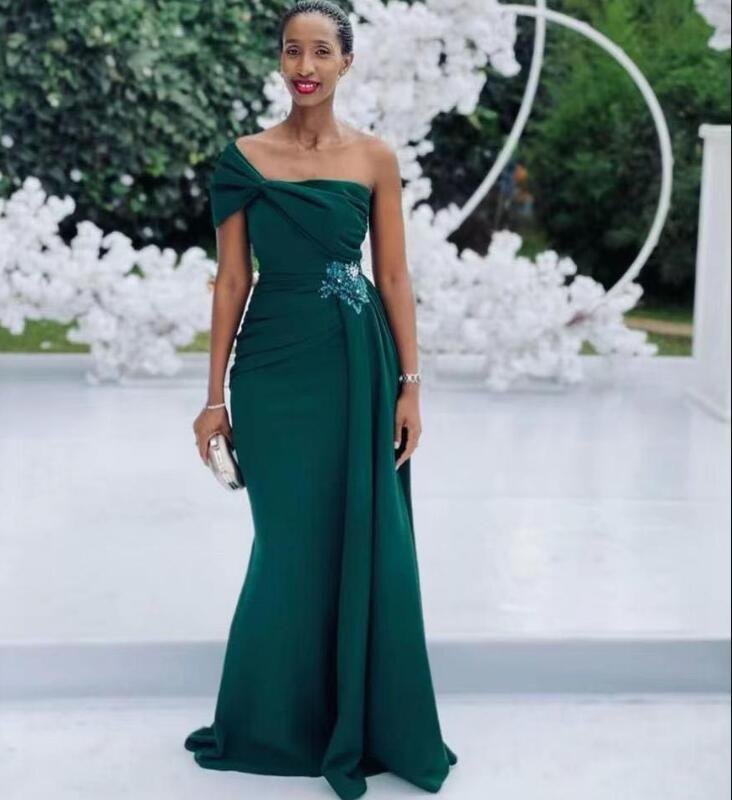 2021 Dark Green Cheap Bridesmaid Dresses One Shoulder Pleats Chiffon Formal Evening Prom Gowns Plus Size Wedding Guest Party Dress