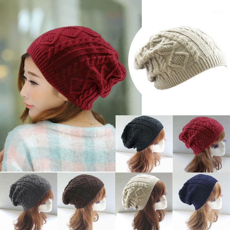 Mütze / Schädelkappen Frauen Design Twist Muster Winterhut Strickpullover Mode Mütze Hüte für 6 Farben Gorrros Y1 Q11