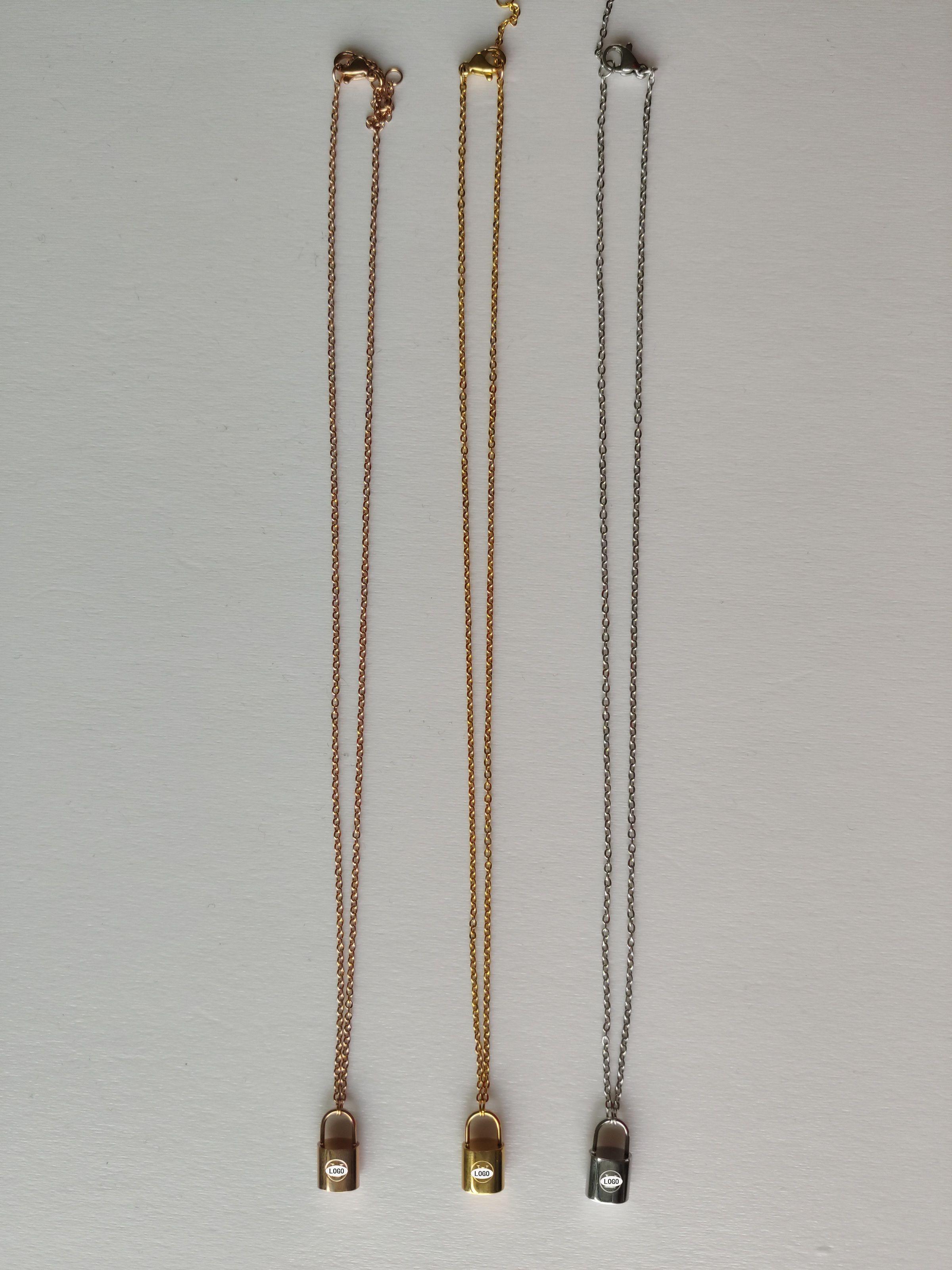 Collier de luxe pour hommes Collier de créateurs de luxe pour hommes élégant élégant chaîne en argent collier et boucles d'oreilles bracelets costume