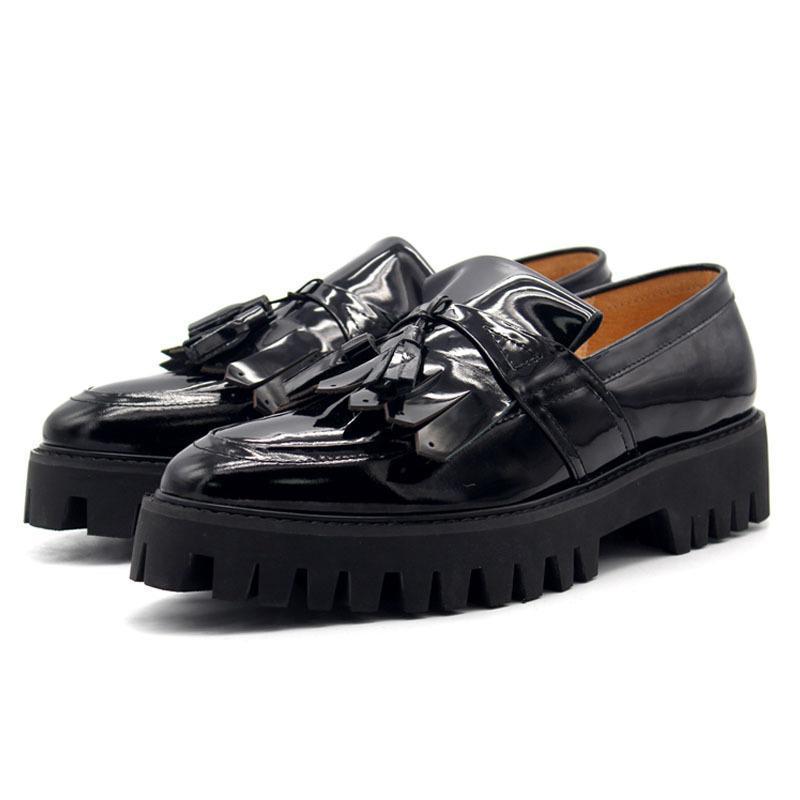 Кисточкой Мокасины ботинки платформы Мужчины Твердые Черный Pointe Мужская модельная обувь из натуральной кожи Плюс Размер Скольжение на коже
