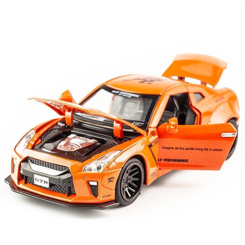 Kidami 1:32 AMG Nissan GTR Diecast Modèle de véhicule Modèle Toy Cars Tirez sur la voiture arrière avec une collection de cadeaux au son pour enfants adulte pour garçons Y200109