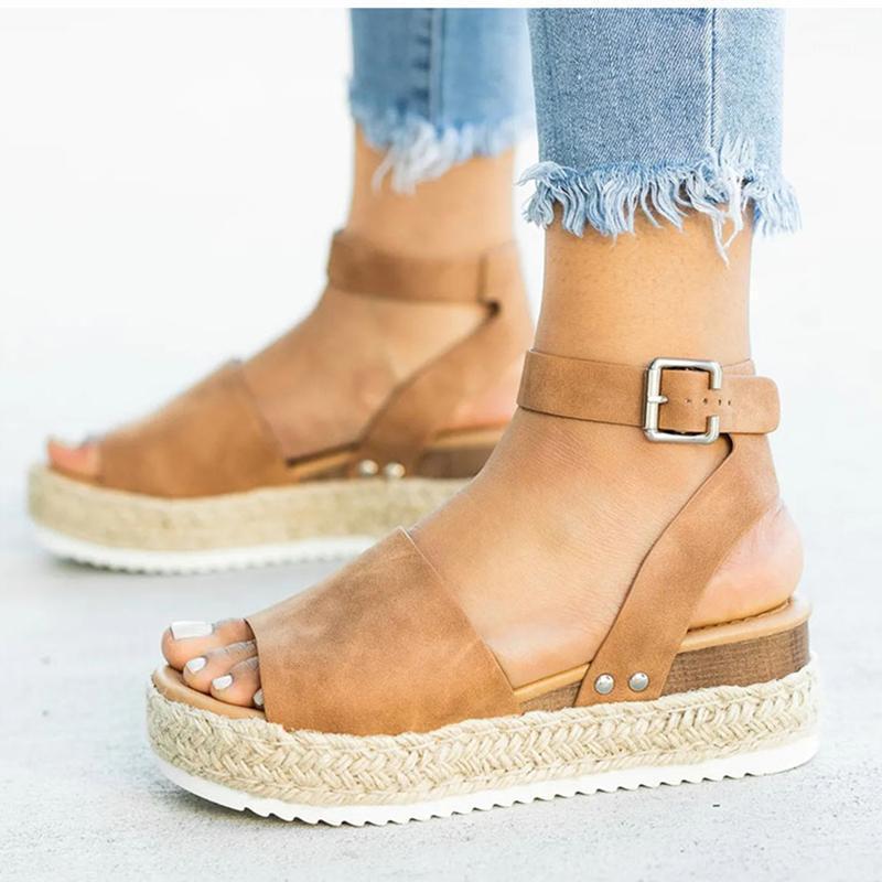 Новые сандалии клиновые моды леопардовые женщины летняя обувь плюс размер открытый носок пляж вскользь праздник клинья сандалии флип флоп платформа1