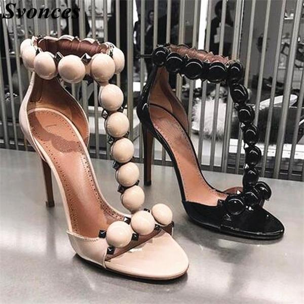 Rihanna Party Shoes estate nera di brevetto T-bar alti talloni delle donne Sandals Open Toe Pom Pom Scarpe Bottoni Strap Sandals Studded 0928