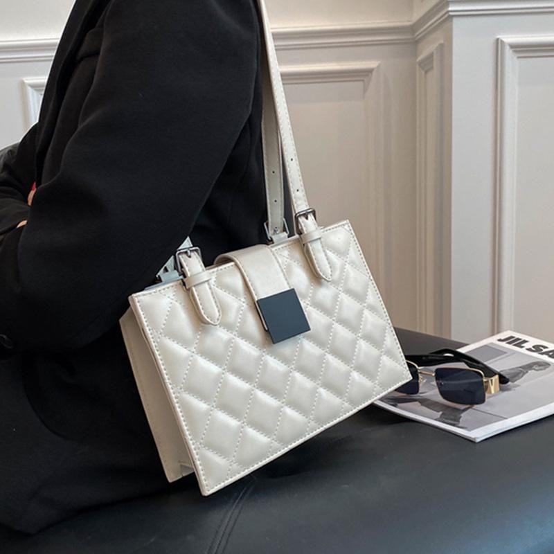Diseño de lingge Bolsa de asas femenina 2021 Nuevo Bolsos de diseño de mujer de cuero de alta calidad de alta calidad Moda Bolso de hombro de la señora de la alta capacidad