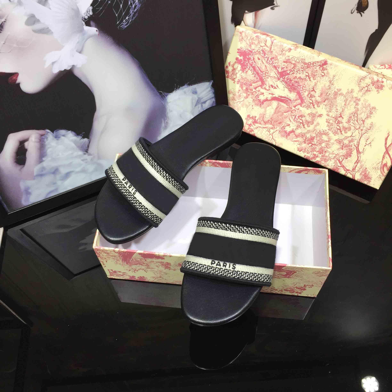 Женские тапочки Новые сандалии вышивки дамы летние плоские тапочки на открытом воздухе на открытом воздухе.