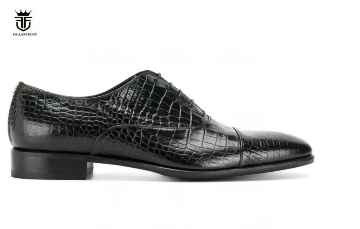 Europäische Art und Weise Mensspitzschuh Drucklederschuhe Herren Business Echtlederschuhe schnüren sich oben Partei Schuhe