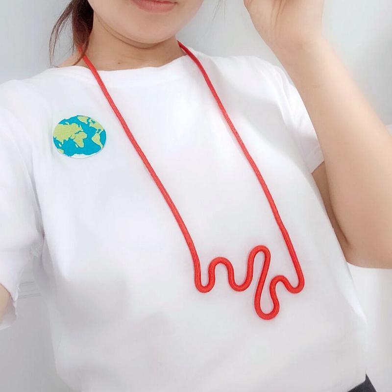 2.020 populares designer de moda corda vermelha colar de pingente de mulheres irregulares simples roupas jóias para mujer