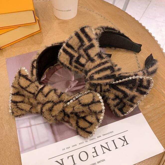 Versión coreana de otoño e invierno Nueva versión ancha de lana grande Bowknot Pelo Hoop Hoop Head Hoop Retro letra Hairhoops Accesorios para el cabello