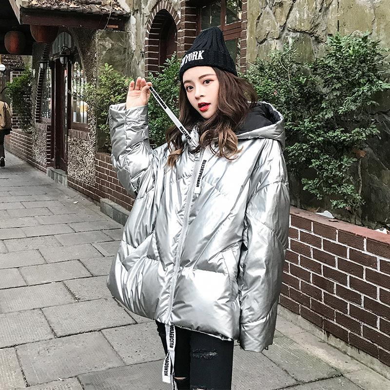 Kadın Aşağı Parkas Ceket 2021 Kış Gümüş Shining Moda Kısa Yastıklı Kore Gevşek Uzun Kollu Kapşonlu Parlak Ekmek Coat 39m