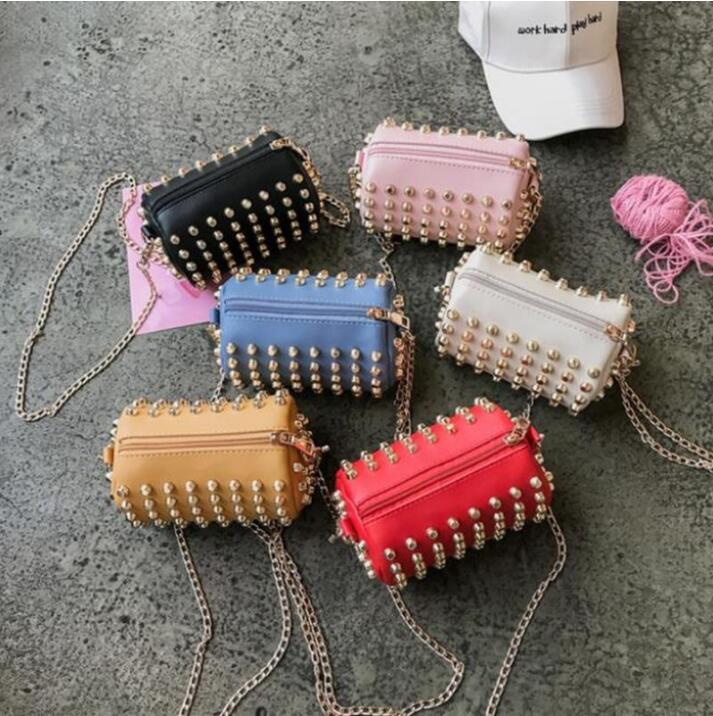 Çocuk Tasarımcı Çanta Mini Kızlar Tam Perçin Kova Çanta Şık Zincir Omuz Çantası Çocuk Sikke Çantalar PU Katı Saklama Çantası LSK1919