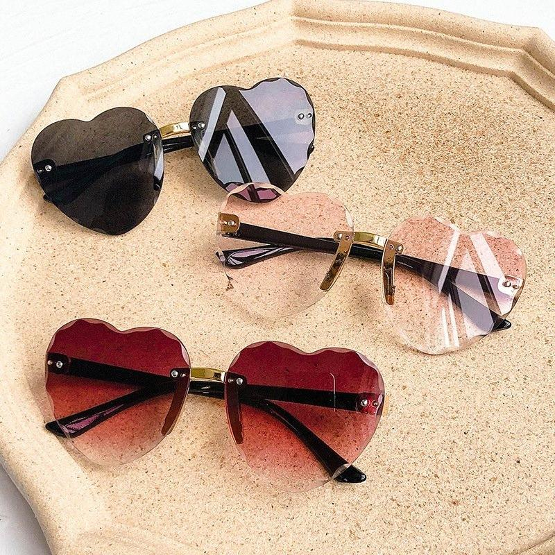 2020 Bambino Carino Cuore senza orlo montatura da sole dei bambini dei bambini Rosa Grigio Lens Rosso Moda Bambino ragazze UV400 protezione Eyewear tpE5 #