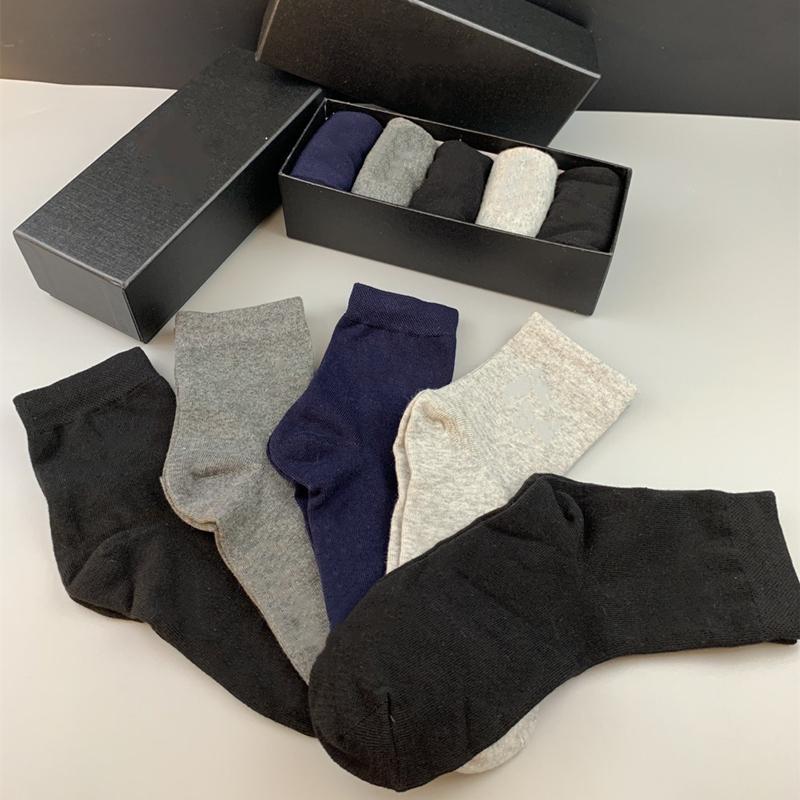 Erkek çorapları yeni Centilmen biçimsel çorap orta boy aşınmaya dayanıklı yumuşak erkek ve kadın pamuk spor jartiyer butik hediye kutusu 5 renk