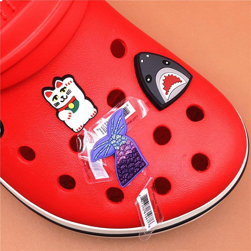 구두 매력 액세서리 장식 귀여운 럭키 고양이 공주 상어 PVC 버클 키즈 파티 크리스마스 선물에 대한