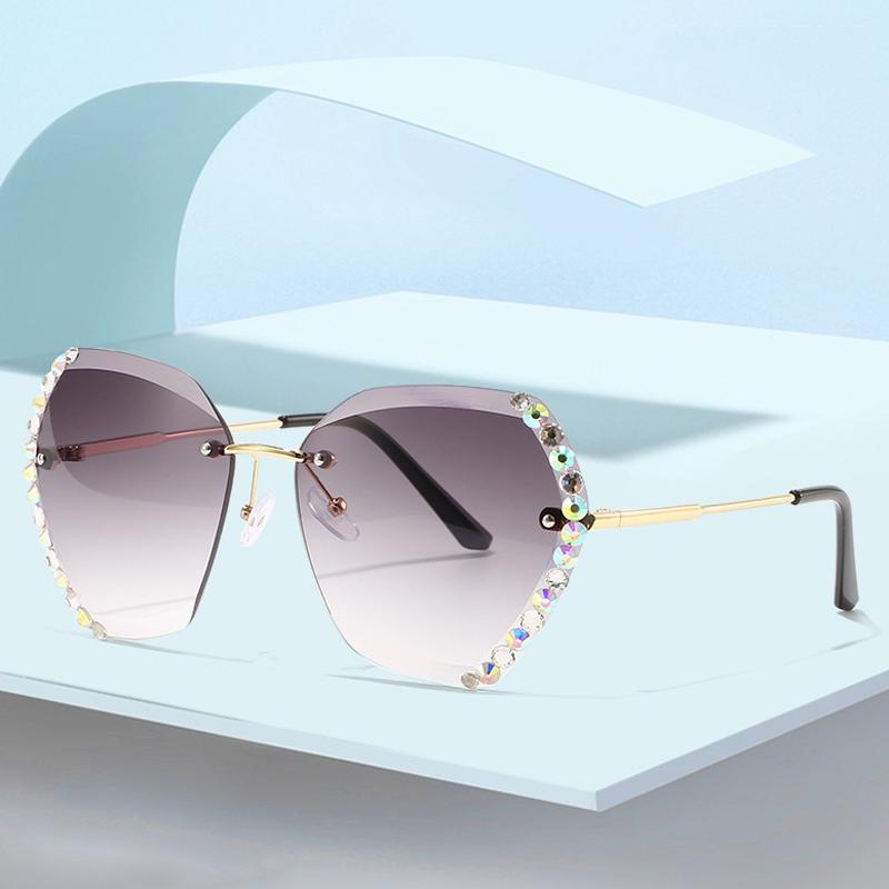 Lunettes de soleil Vintage Femmes Marque De Mode Fashion Gradient Sun Lunettes Sun Sumes Shades Découper Lentilles Dames Diamond Oculos Q0121
