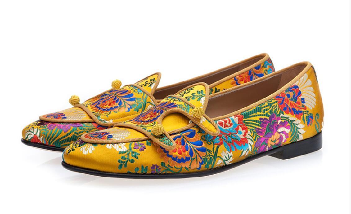Heiße Männer Kleid-Schuhe aus Wildleder mit Blume gestickter Loafers Luxus Mann Slipper Smoking Kleid aus Leder Schuhe Herren Wohnungen