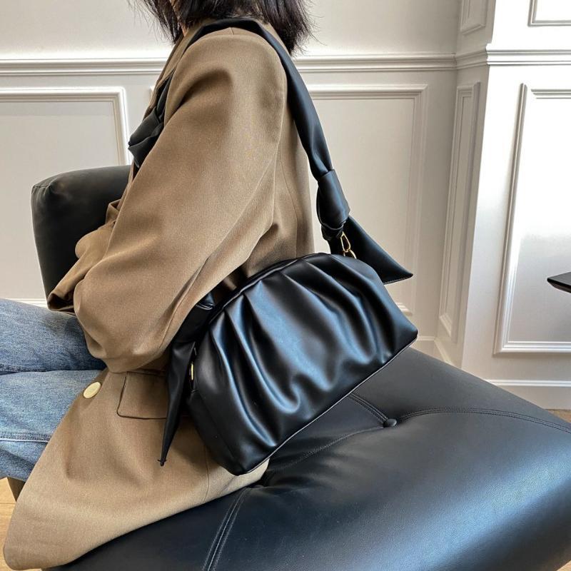 Bolsos de hombro de cuero de PU de diseño de pliegues para mujeres 2020 bolsos de hombro de invierno Tendencia de las mujeres bolsos de mano de la vendimia