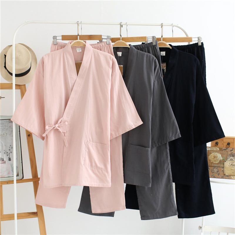 Verano de los hombres y de las mujeres 100% de algodón de gasa Pijamas Establece retro con cuello en V Pijama kimono traje ropa de noche Pareja noche Casa Ropa