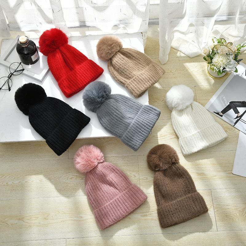 Winter Plus кашемир сгущает Hat для женщин Сладкого Hairball Теплых вязаных шерстяных шапки Элегантные Открытые моды Streetwear Cap