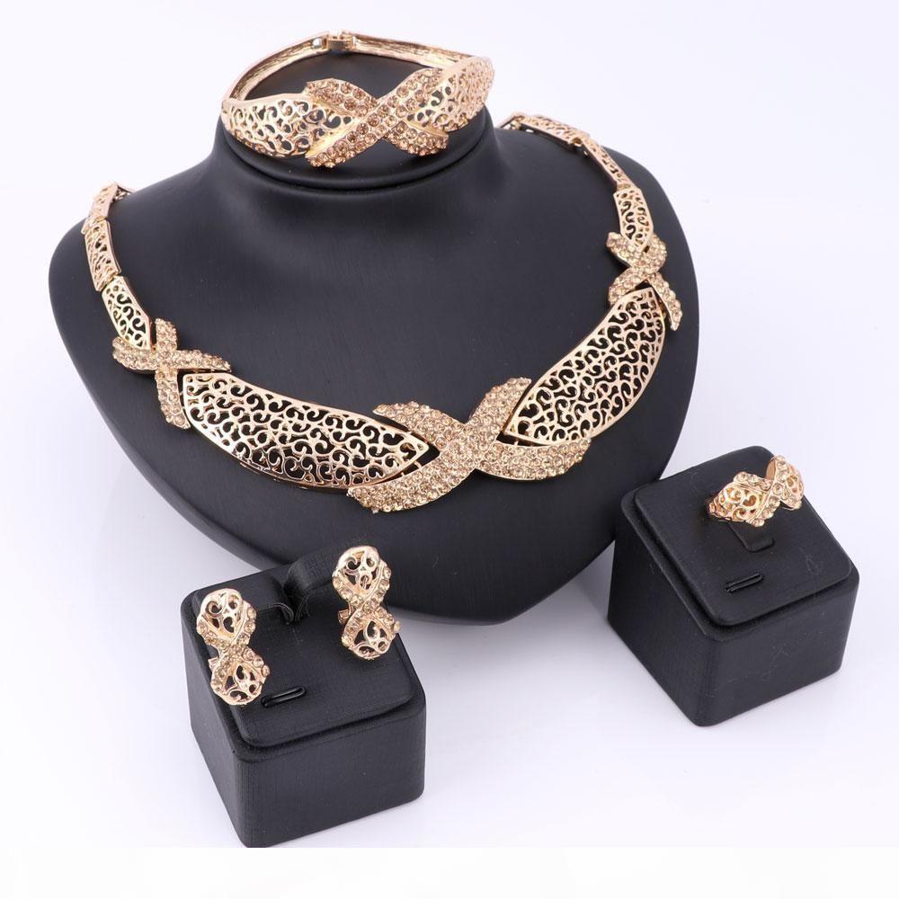 Sets New Hohlluxusschmucksachen für Frauen-Zink-Legierung Halskette Dame Armbänder Ringe Ohrstecker Gold überzogenen Weinlese-Zubehör