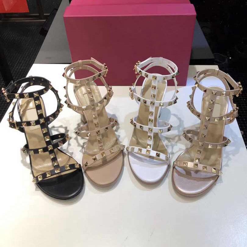 2021 Женские кожаные сандалии в гвоздиках T-STRAP SANDAL Летние высокие каблуки заклепки обувь дамы сексуальные вечеринки обувь 6,5 см 9,5 см 14 цветов с коробкой