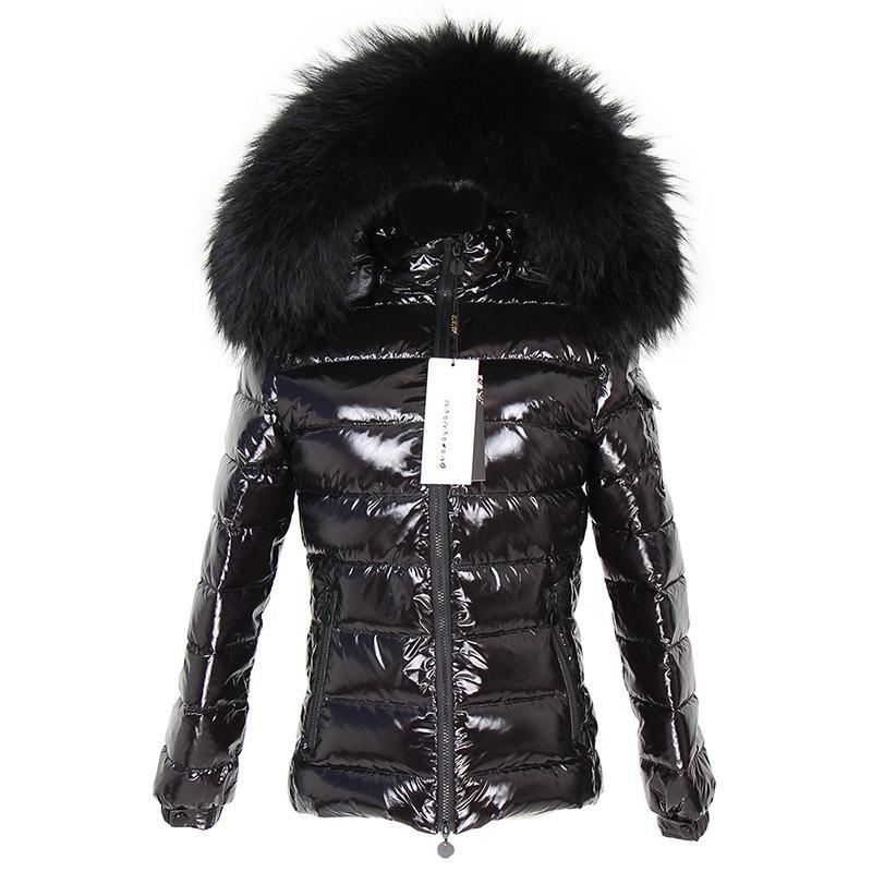 Nuevo invierno corto blanco pato abajo alineado chaqueta de la chaqueta de mapache real cuello de piel caliente negro brillante streetwear chaqueta damas 201122