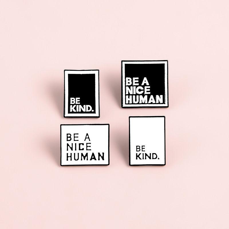 Sei A Nice Menschen Brosche Art Schwarz-weißen Tropfen Legierungs-Emaille-Kragen-Pin-Platz Ornamente Mode Damen Herren 1 7zb M2 seine