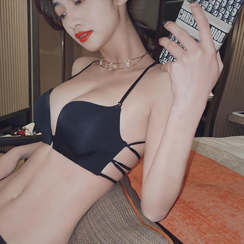 Красивая спина, сексуальная передняя кнопка собрала маленький женский костюм, гладкое лицо, без стальной кольцевой бюстгальтер, против провисания