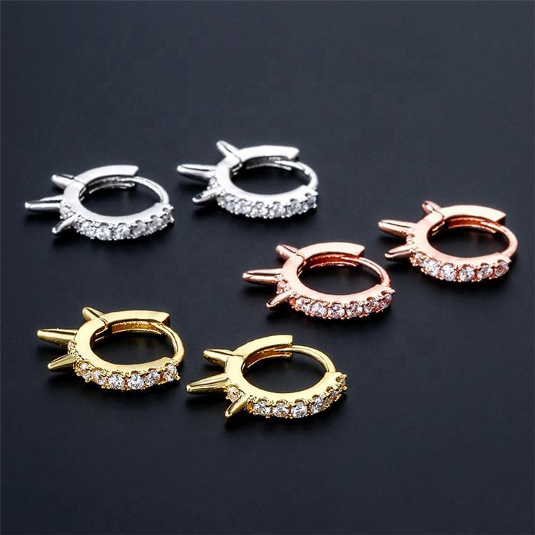 Moda moda estilo punk latão banhado a ouro pavimentação inlay cúbico zircão rebites brincos de aro para as mulheres jóias