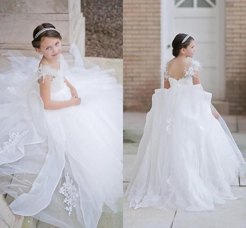 2021 abiti da sposa gonfi principessa delle ragazze di fiore con gli abiti di Applique piume in rilievo spalle partito di spettacolo lungo Comunione Dress