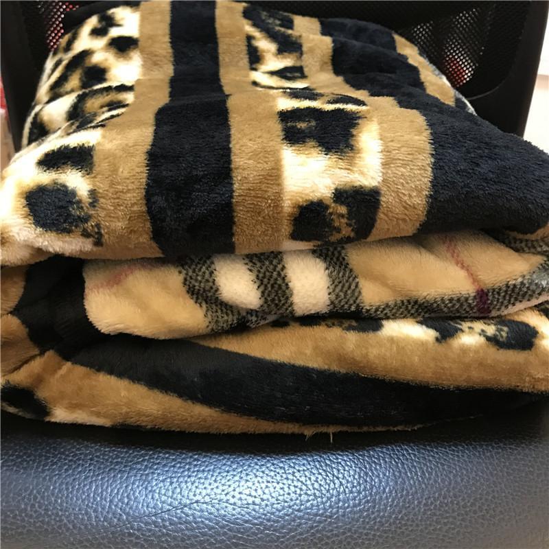 Tragbare Decke Leopard Print Plüsch Coral Fleece Decke Weiche Winterwurst Vintage Stil Gute Qualität