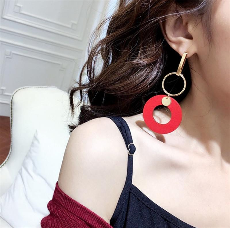 Nuevo estilo rojo pendientes de aro grandes, colgante largo y atractivo, la personalidad, el temperamento leñosa, pendientes exageradas, las mujeres