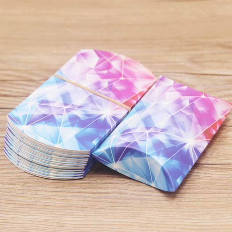 Vente en gros 50PCS / 1lot 2 * 5.5 * 8cm multi couleur mignon papier de forme d'oreiller Kraft mariage Candybirthday Favor boîte-cadeau Bijoux Boxs