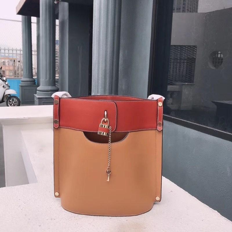 Llegada Calva 2020 C Bolsos de marca Bolsa de cuero de mujer Bolso y nuevo diseñador Cubo de cucharón Lock de lujo con llave genuina Oaeot