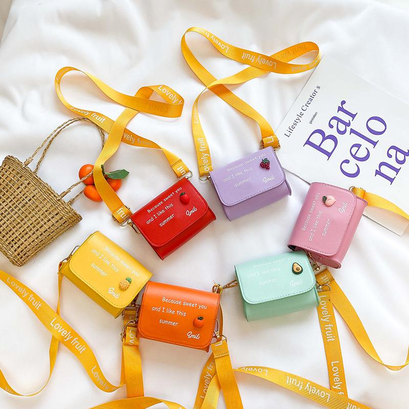 Niños Pirnves Handbags 2020 New Fruit Mini Plaza Bolsa Muchacha Accesorios Cero Cartera Niños Carta Fresa Messenger Bag S392