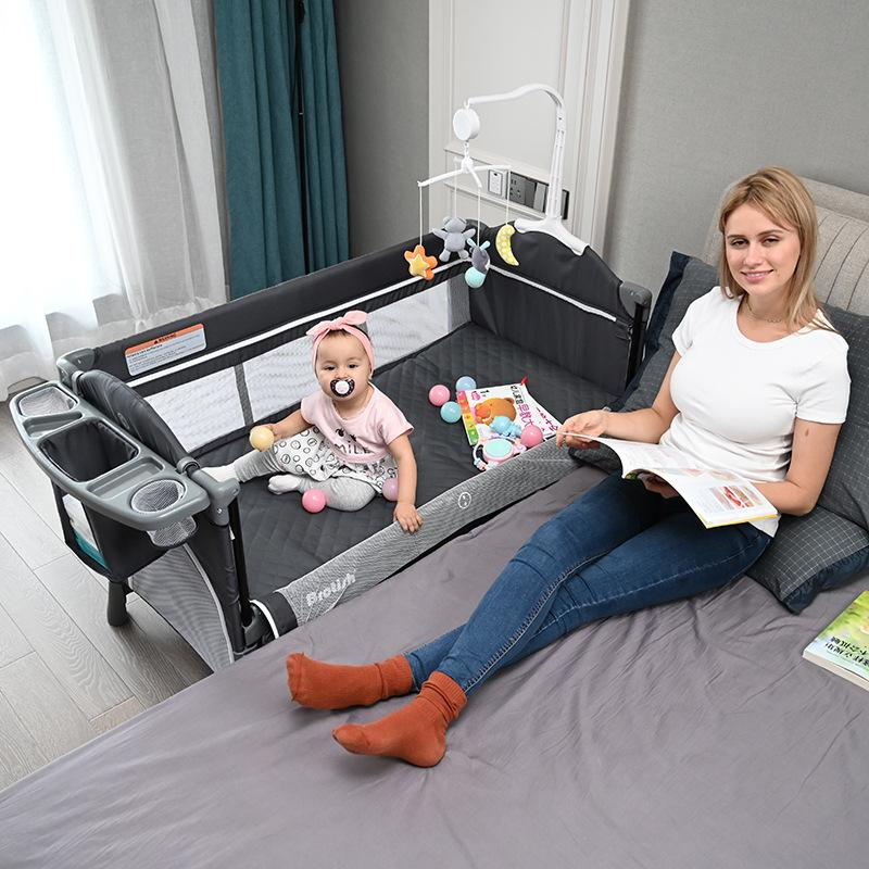 Cuna plegable multifuncional empalme al lecho grande removible de la cama de la cama de la cama de la cama de la cama con la cama del pañal y el soporte de juguete 1023