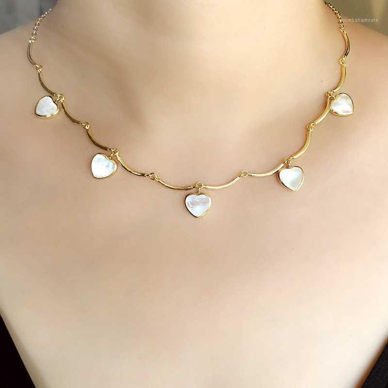 Natural agua dulce madre de perla concha de mar pequeño colgante en forma de corazón collares para mujeres joyería de moda de cadena de oro CZ1
