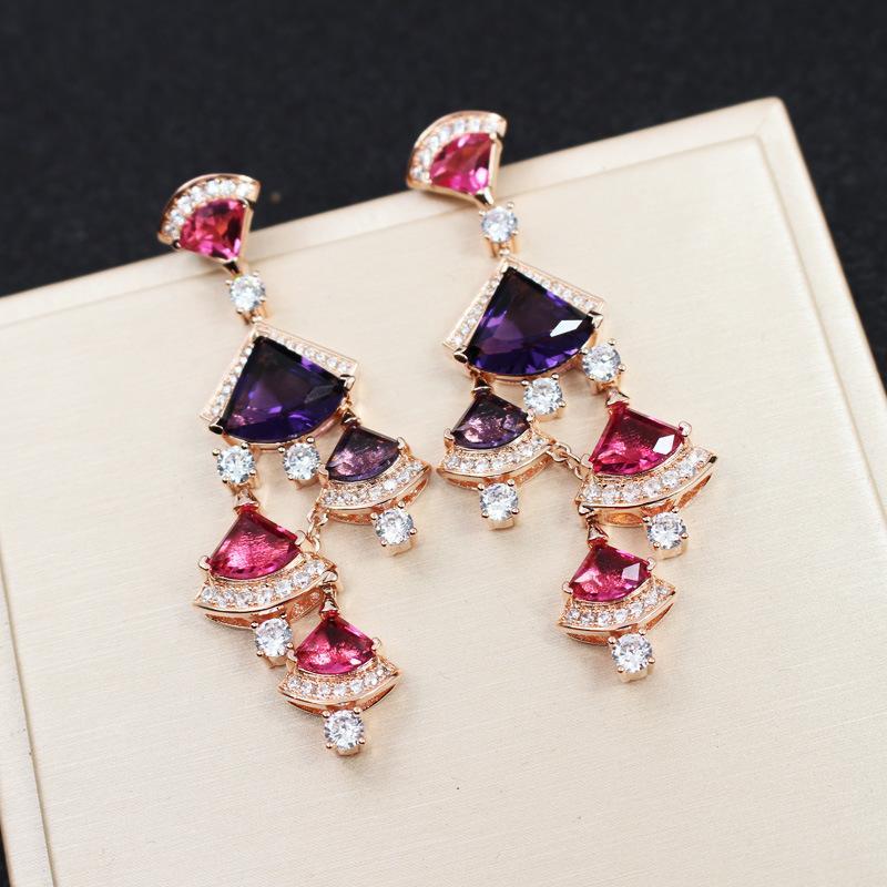 2020 Europa América de la venta caliente señora Women de latón chapado en oro de 18 quilates borlas Configuración del perno prisionero del cristal de diamante de color circones