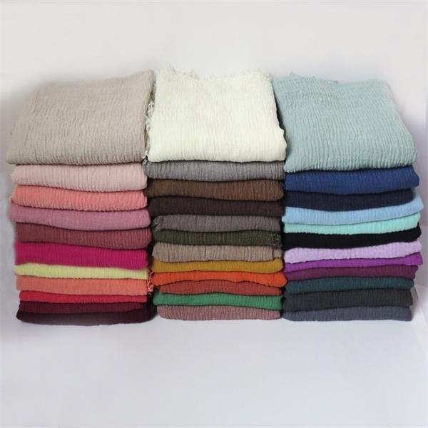 10pcs / lot de alta qualidade Plain Cores bolha Crinkled xale com franjas muçulmano Hijab Envoltório principal Grande Y1105 Tamanho