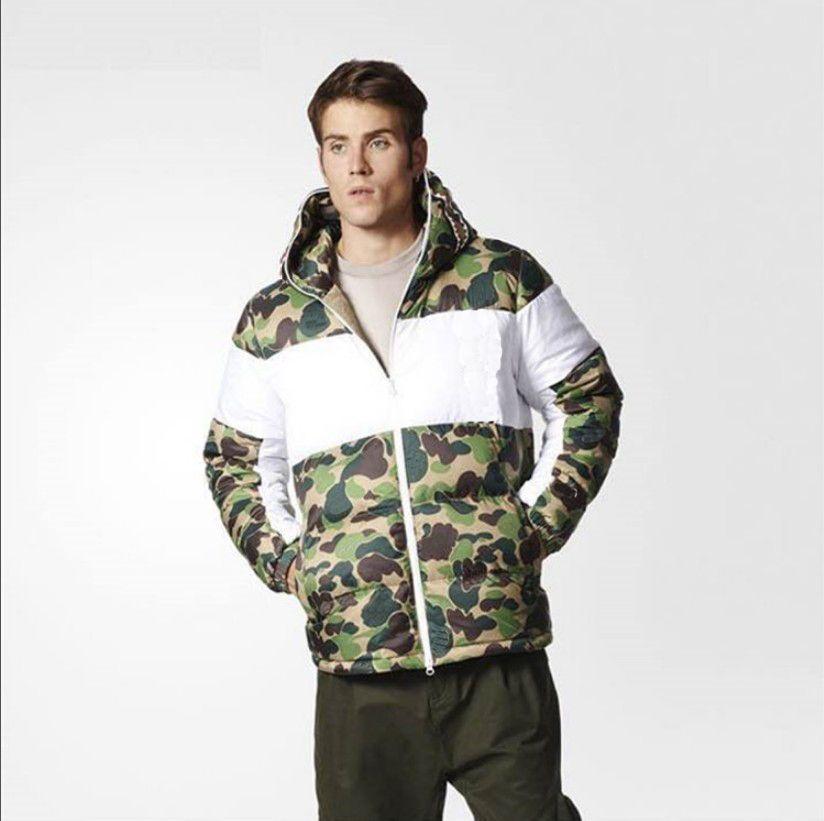 Abrigo de hombre abajo Invierno Camuflaje Impresión de camuflaje 3 raya chaqueta caliente tendencia letra hoja impresión para hombre chaquetas hombres ropa exterior abrigos Tamaño S-2XL