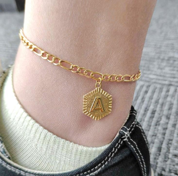 Letra Anklet para mujeres Hexagonal Acero inoxidable Nueva Moda Pulsera Pulsera Inicial Alfabeto Anklet Mejor Amistad Gota Envío