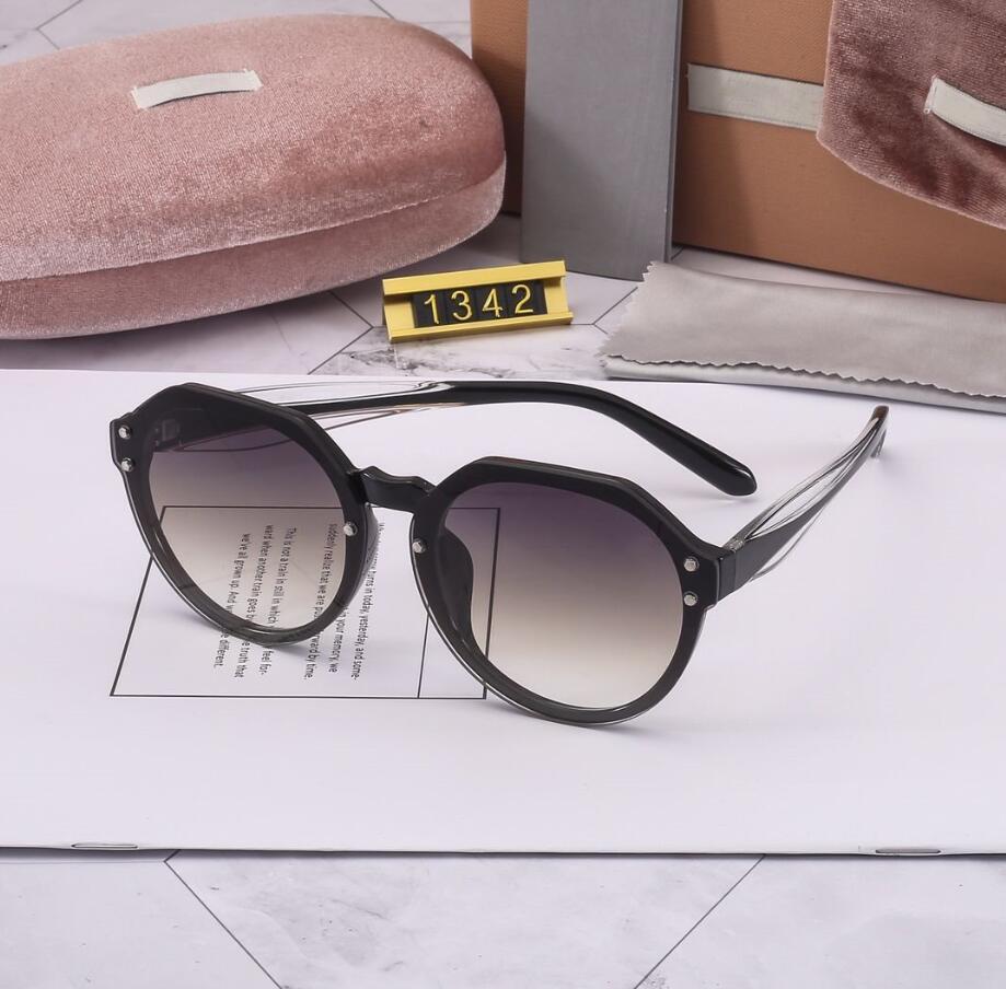 Yeni Gelmesi Kadın Güneş Gözlüğü Moda Goggle Bayan Güneş Gözlüğü Modeli 1342 Güneş Gözlüğü UV400 6 Renk Hediye Kutusu ile Mükemmel Kalite