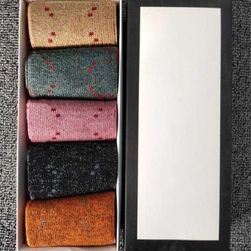 Klasik Mektup Çorap Kadın Moda Çorap Casual Pamuk Çorap Şeker Renkli Mektup Baskılı Çorap 5 Çift / Kutu