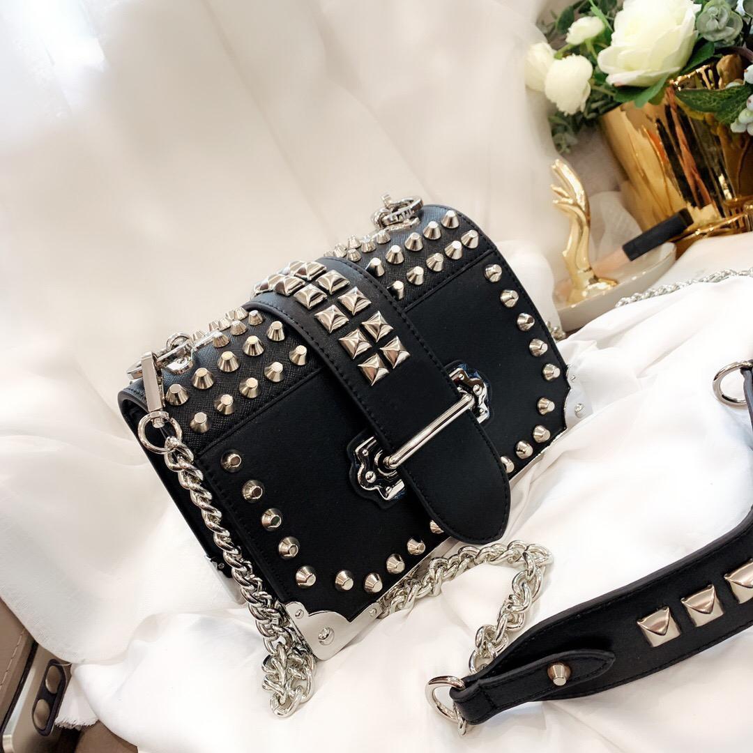 Borse a tracolla di modo delle donne Fanny Piccolo sacchetto del rivetto elegante Borsa a tracolla casual da femmina borsa quadrata per donna
