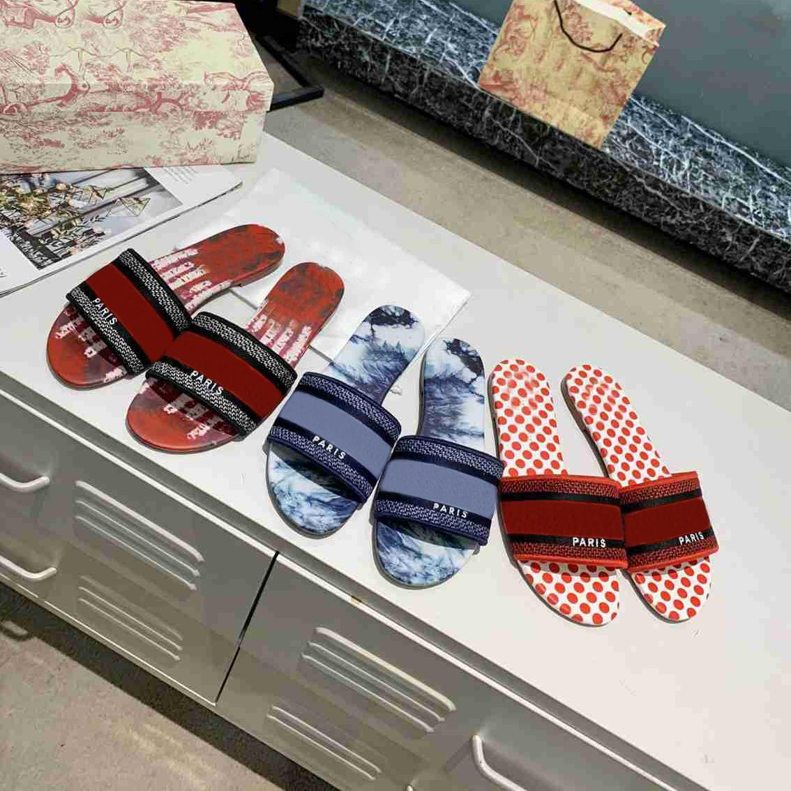 desiner nuevas mujeres sandalias sandalias zapatillas bordado sandalia chanclas a rayas playa cuero genuino zapatilla con caja superior de calidad