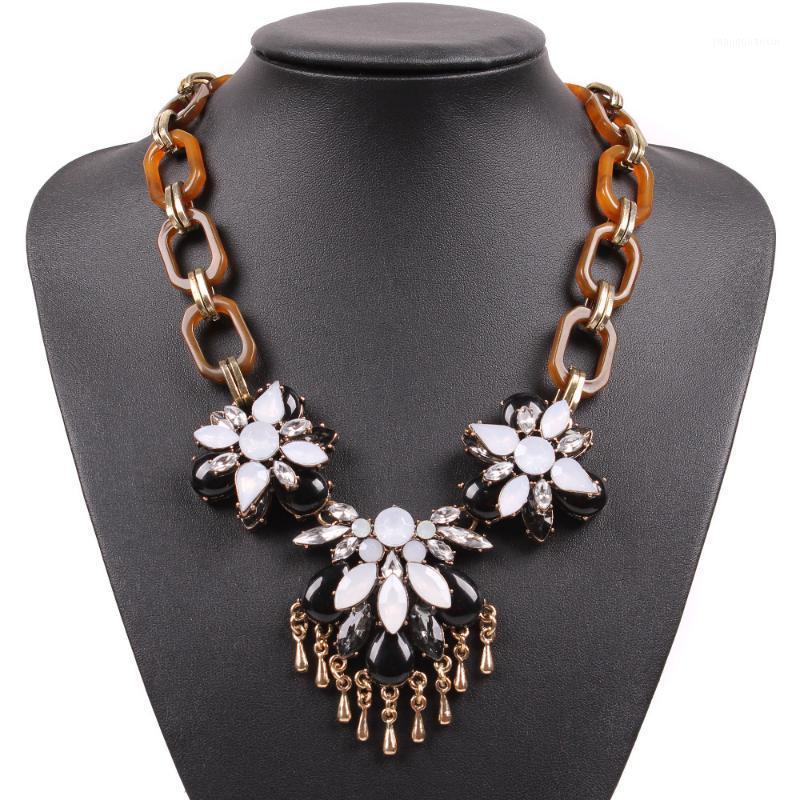 New Fashion Brand Design Catena in resina Elegante Bib Chunky Dichiarazione Choker Collana Ciondolo per le donne Party Jewelry1