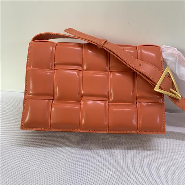 고품질 여자의 어깨에 매는 가방. 손 bags.Fashionable 가죽 두부 가방을 짠. 인터넷 빨간색 복고풍 작은 사각형 가방. 여성 유명 브랜드 지갑