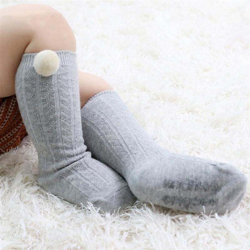 2020 весна вскользь носки младенца Симпатичные Сплошной цвет плюша шарика хлопок Темный шаблон Малые носки Антипробуксовочная Knit Мальчик Девочка Foot Warmer kbPr #