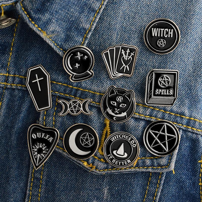 Witch Ouija Moon Tarot Book New Goth Style Style Pins Badge Denim Giacca giacca gioielli regali Brooches per le donne uomini